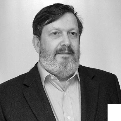 Adhemar García, Administrador de Empresas con posgrado en Márketing y MBA en Gestión de Negocios e Inteligencia de Mercado